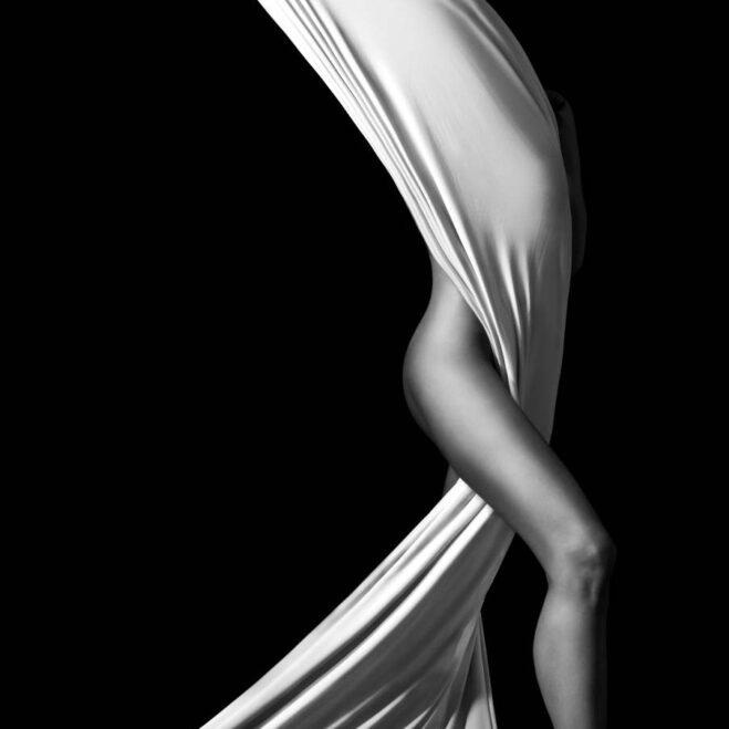 Masseuse sensuelle effectuant divers massages, tantrique, californien, body body, décontractant, profond